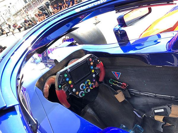 trorossocockpit.jpg