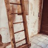 Historische Leiter im Eingangsbereich