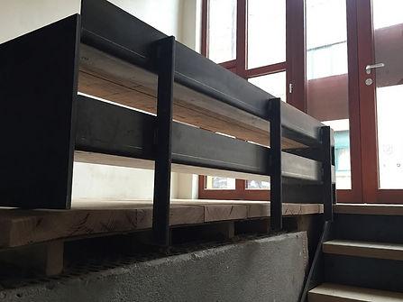 metalen trapleuning/zitbank