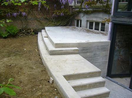 betonnen trap bij aanleg nieuw terras