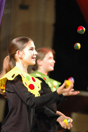 Smile Group Juggling Party