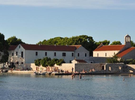 samostan-sv.-jeronima-ugljan.jpg