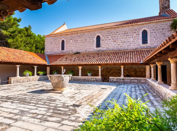 1600x820_1563535576Ugljan_Samostan-sv.Je