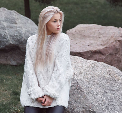 min_blondhair-beautiful-female-weared-.j
