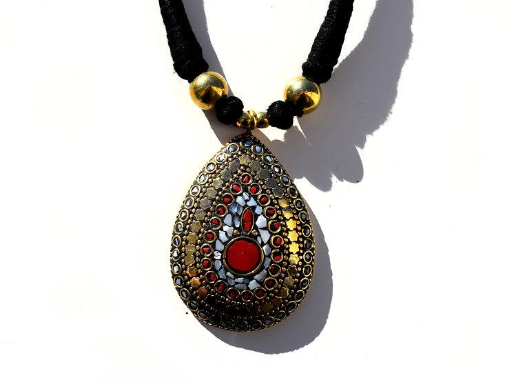 Handgemachte Kette mit indischem Stein