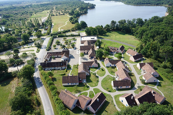 Village vacances et étang de Bellebouche