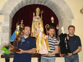 Friends, Family from Gubbio  Present Saint Ubaldo Society with Saints