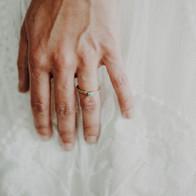 Geelgouden trouwring met turkoois