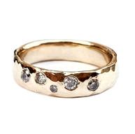 Geelgouden ring van oud goud met eigen diamanten
