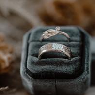 Zilveren ringen met moissanite en structuur