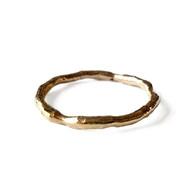 Vloeiende gouden ring in geel goud