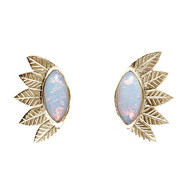 Gouden blaadjes oorbellen met sterling opaal