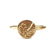 Gouden ring met takje