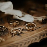 Gouden ringen met blaadjes