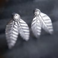 Zilveren blaadjes oorstekers met moissanite