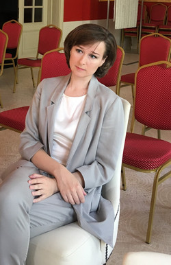 Елена Тарасова слушает репетицию