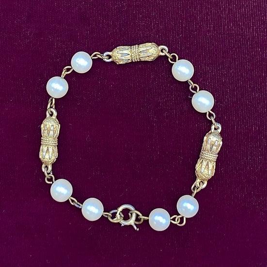 "Bracelet- Vintage look gold tone faux pearl length 8"""