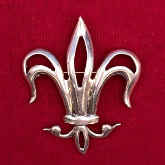 Sterling silver Fleur de lis pin.
