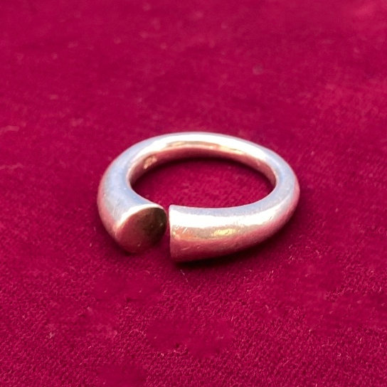 Ring- Sterling silver. Unique. size 8/9