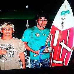 Gabriel Medina na sua fase loiro já sendo premiado com a Leomil Surfboards !!! Temos mto orgulho de