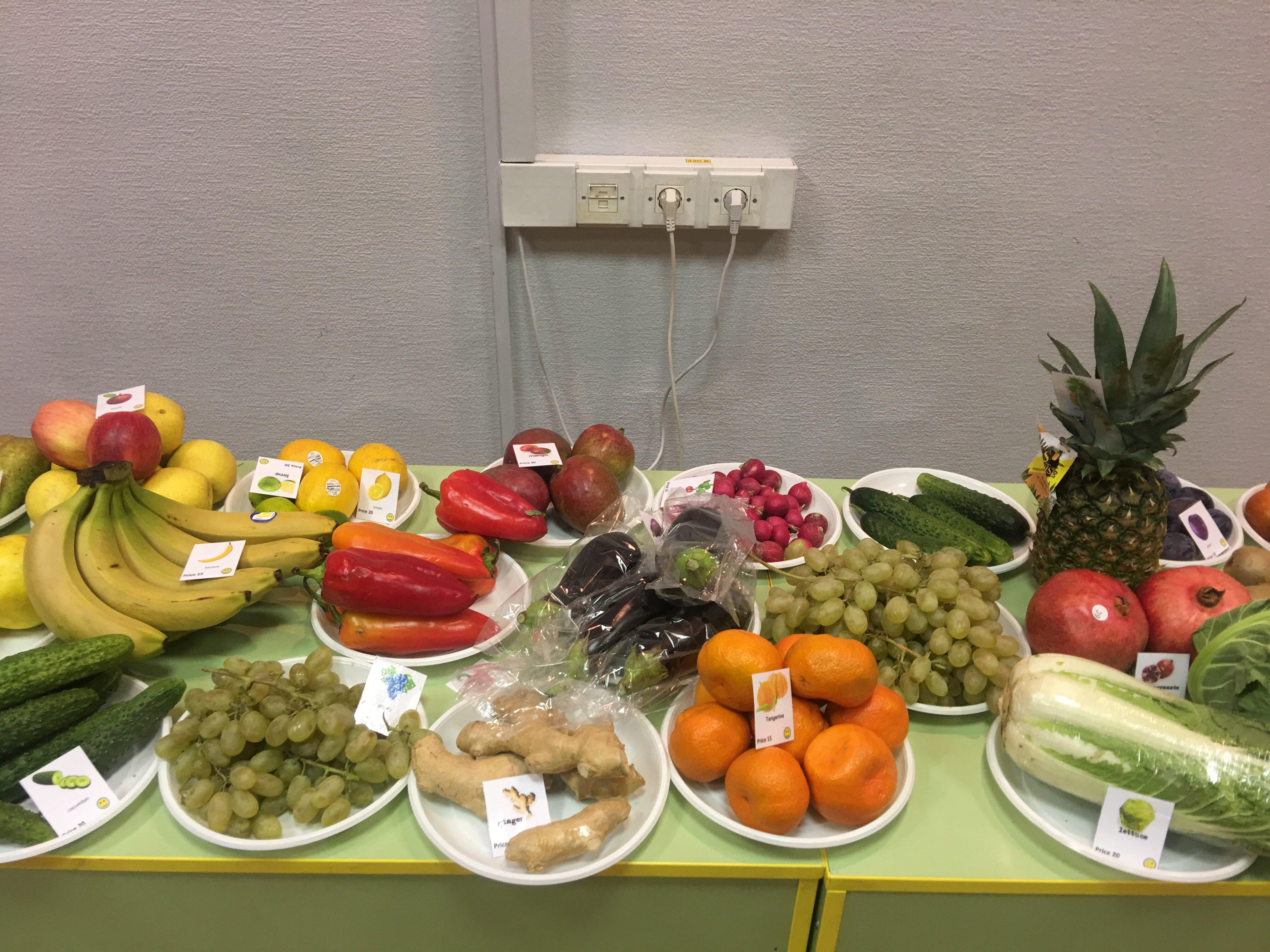 Фрукты и овощи на ярмарке