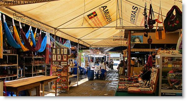 Nicaragua-Masaya-Artisan-Market-shadow
