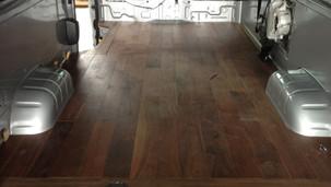車内フローリング/ Wooden floor in the car