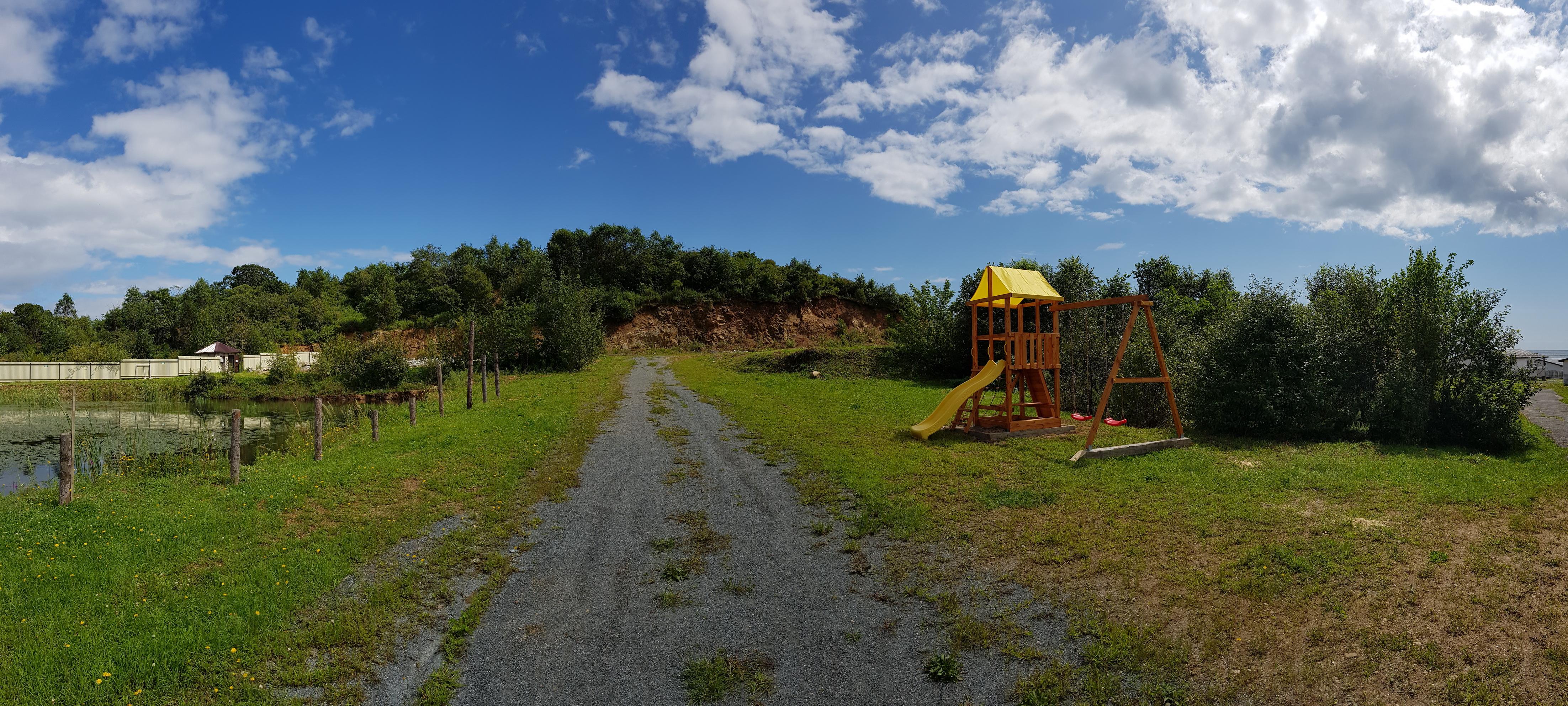 Детская площадка в мангальной зоне