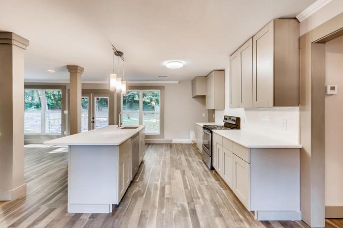 Modern Kitchen & Bar
