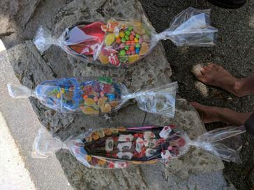L'arbre à bonbons de Marie-Lise Conti et des enfants des écoles