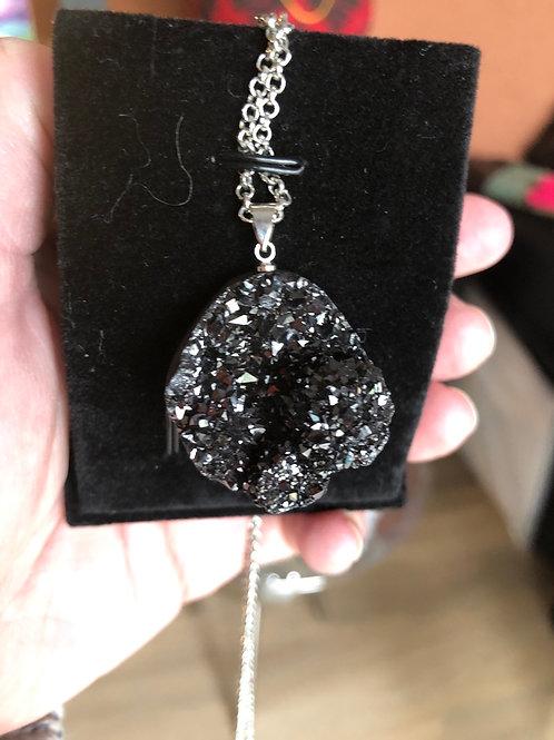 Zwarte edelsteen met hanger