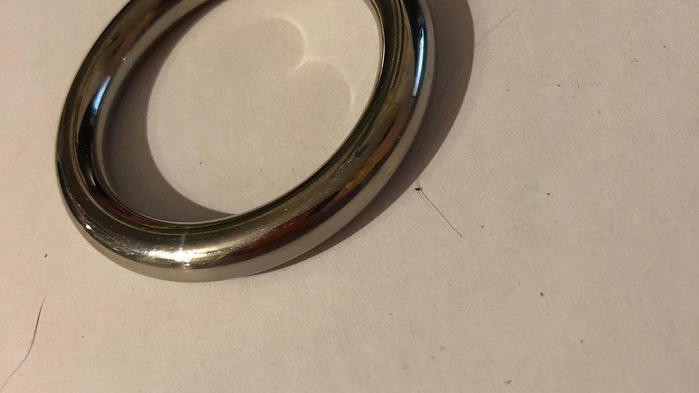 Mooi  ronde ring maar iets dunner is  m