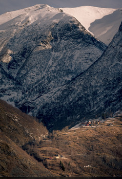 Mountain Neighbours