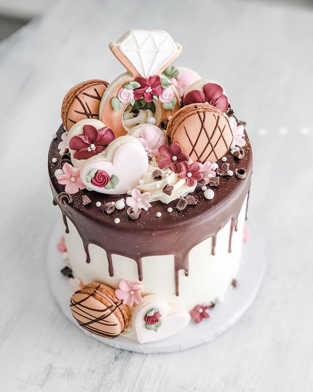 Chocolate bridal drip cake