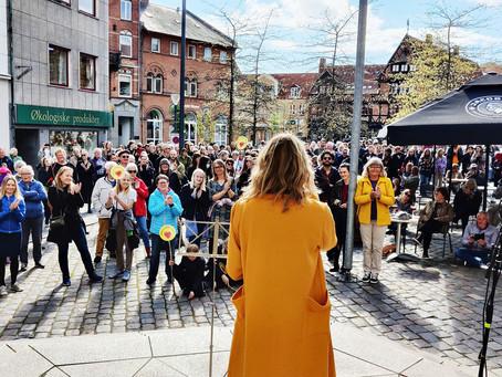 Tale ved demo: 'Danmark behandler ikke sine borgere ordentligt'