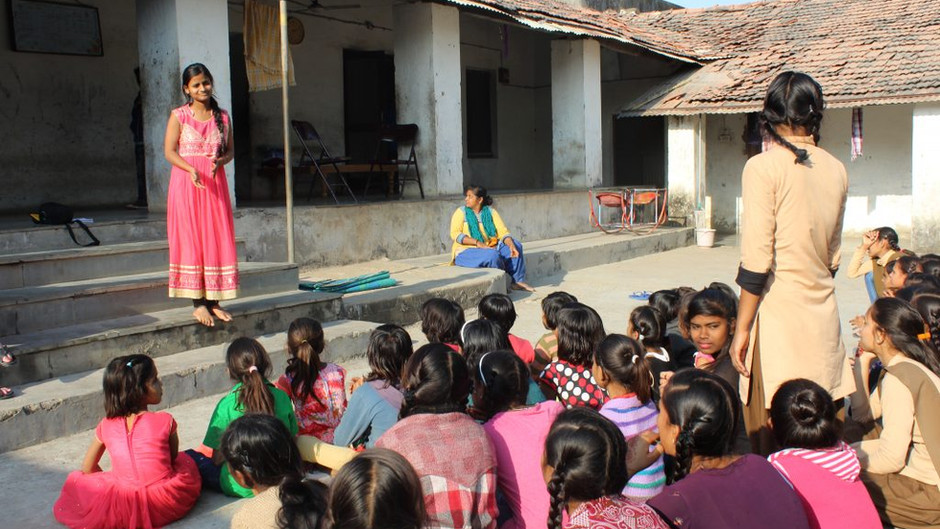 Danskere oplyser indiske kvinder om deres rettigheder