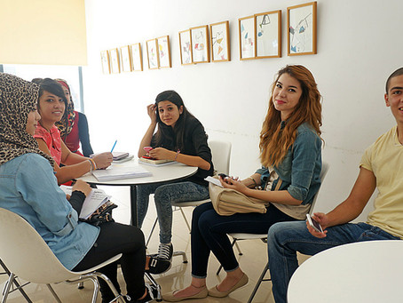 Unge i Gaza forvandler glassplinter til fredsduer