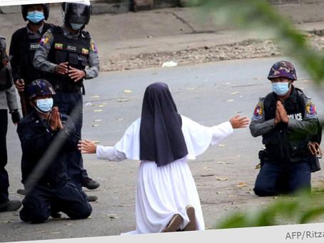 Nonne gik i brechen for demonstranter i Myanmar