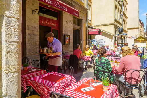 Street and cafe scene, in Old Lyon, Frane