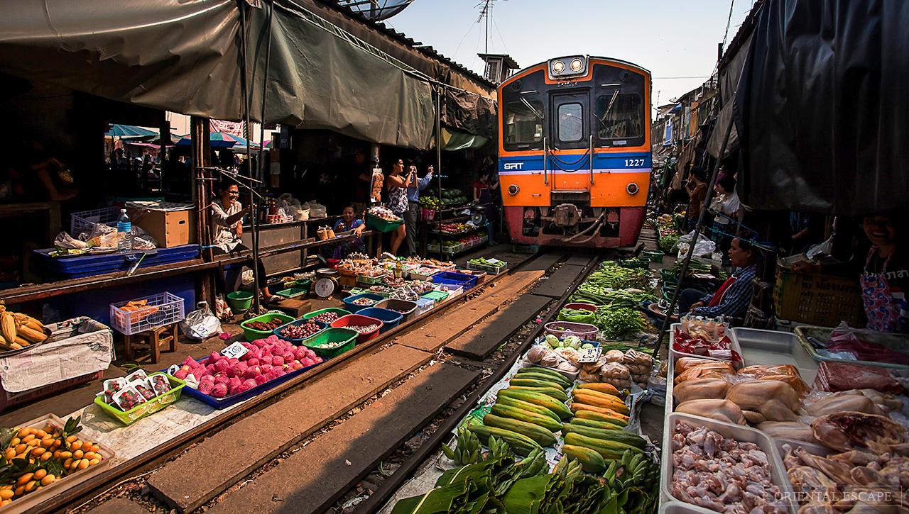Train Market & Damnersaduak Floating