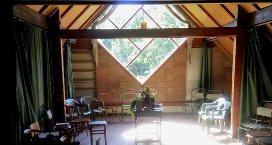 meeting area, where Tom gave his talks.j
