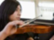 Mädchen spielt Violine