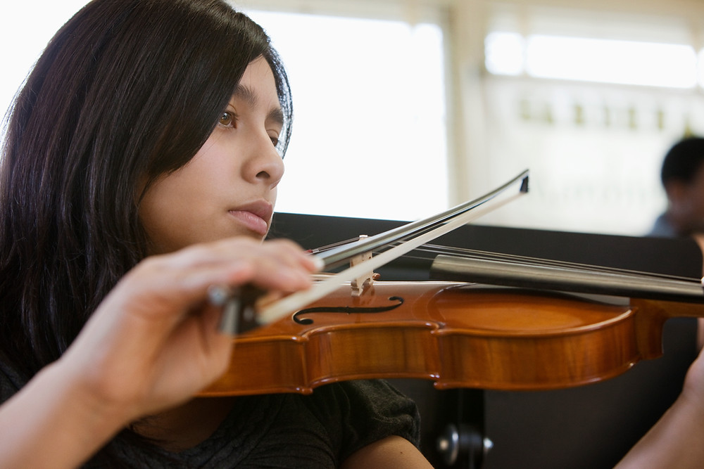 Violinist plays therapeutic music at the bedside.