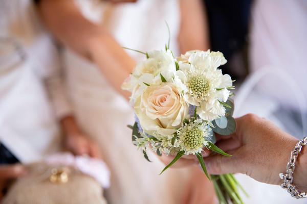_MG_9308 boeket  bruidsmeisje en handen
