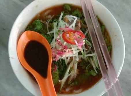 //槟城美食篇// 新华茶室的炒果条与叻沙
