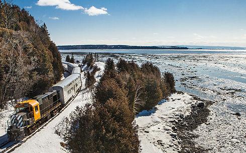 Train-de-Charlevoix-La-Massif-de-Charlev