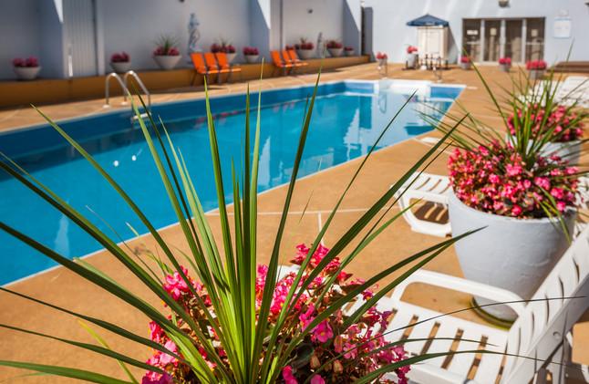 seasonal pool espresso hotel