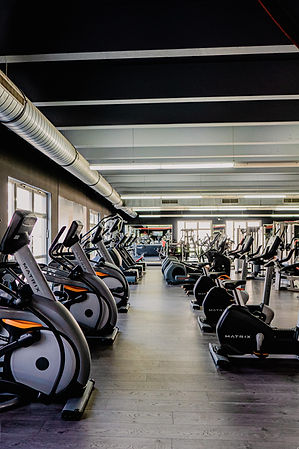 Arcadium Fitness Ansbach Cardiobereich Crosstrainer Laufband Herz Kreislauf
