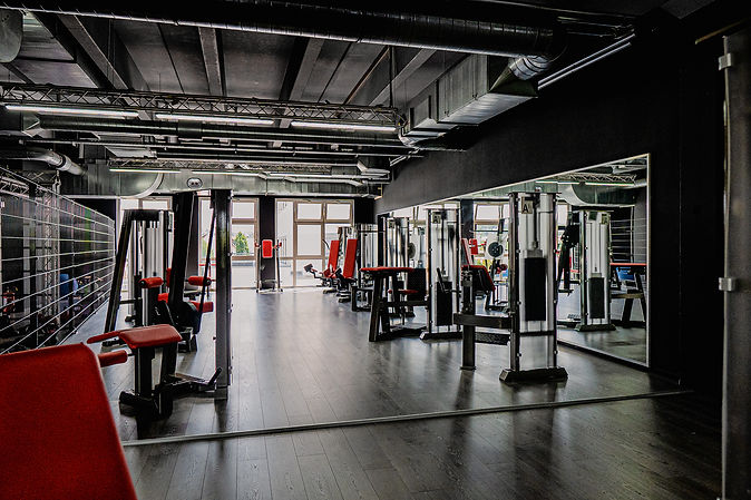 Arcadium Fitness Ansbach Gerätebereich für Frauen Bauch Beine Po Training