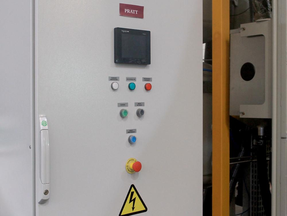 Lo panel de comando del equipo hace automaticamente la selecion del abrasivo